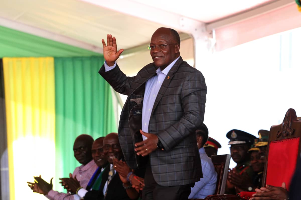 John Magufuli voitti presidentinvaalit viime lokakuussa ja aloitti uuden viisivuotiskauden marraskuussa. Hän ilmoitti viime kesäkuussa, että koronapandemia on täysin tukahdutettu Tansaniassa.