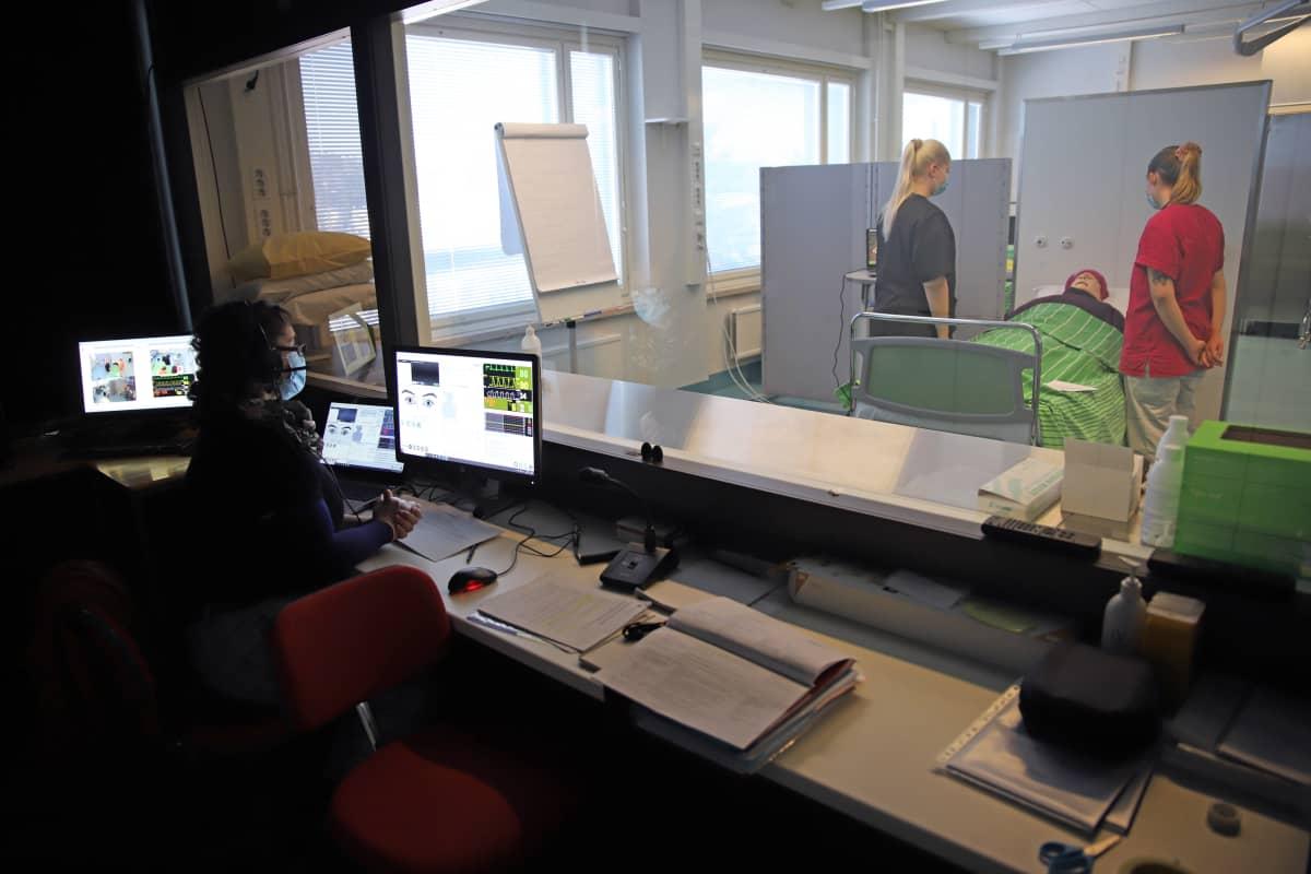 Sairaanhoitajaopiskelijoiden simulaatio-opetusta Savonlinnassa