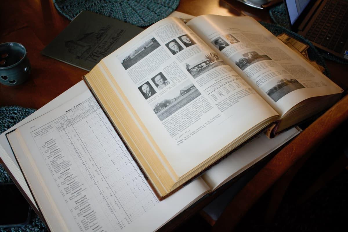 Suomen maatilat ja hopeaveron keräämisestä kertova kirja.