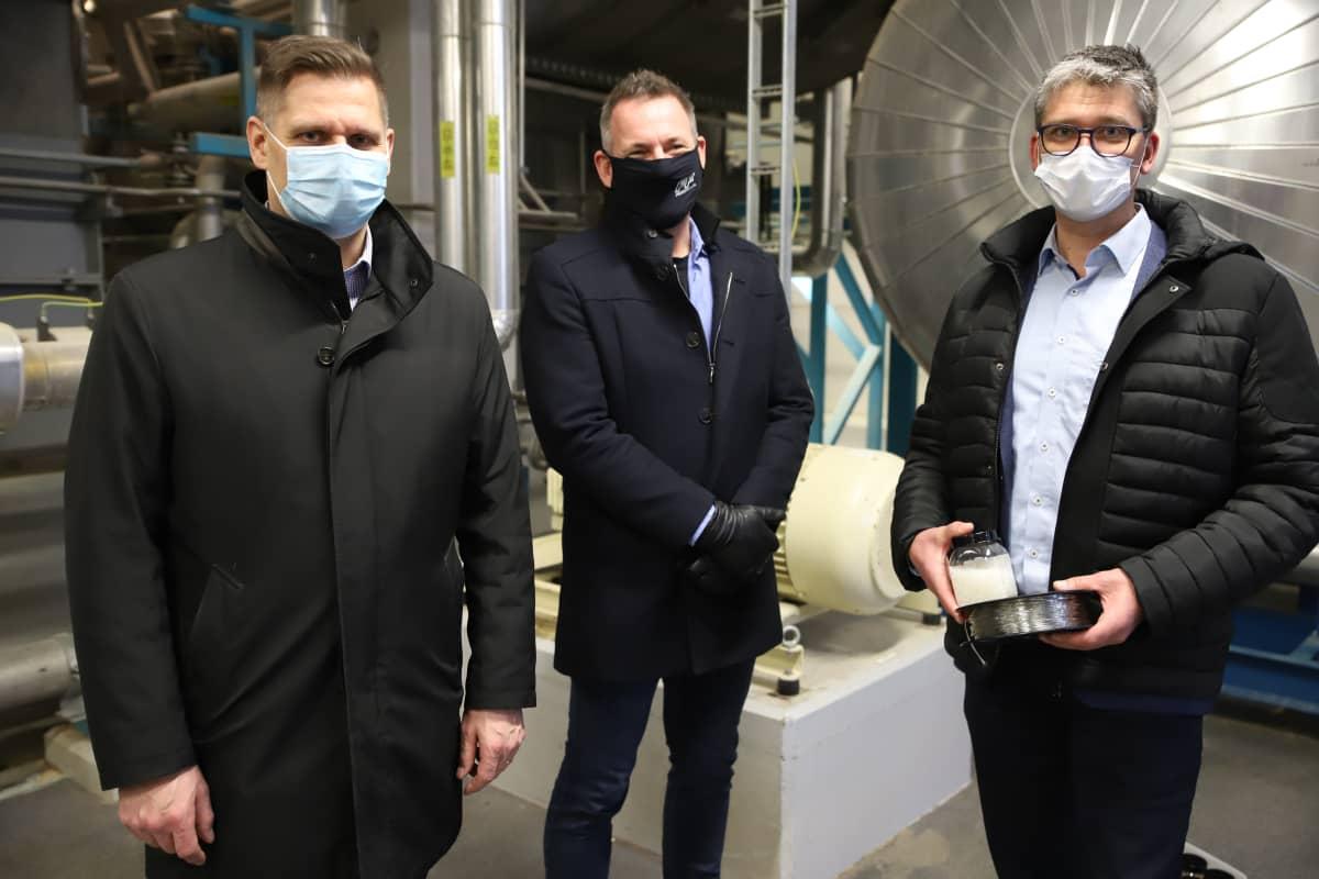 Nordic Soyan toimitusjohtaja Veli-Matti Reunasalo, Finnfoamin toimitusjohtaja Henri Nieminen ja Brightplussan teknologiajohtaja Jarkko Leivo.