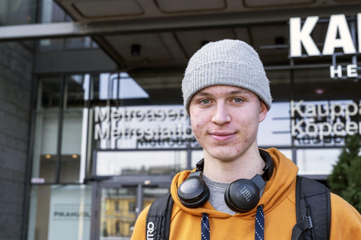 Leevi Anttila, ammattikoulussa. 17 v.