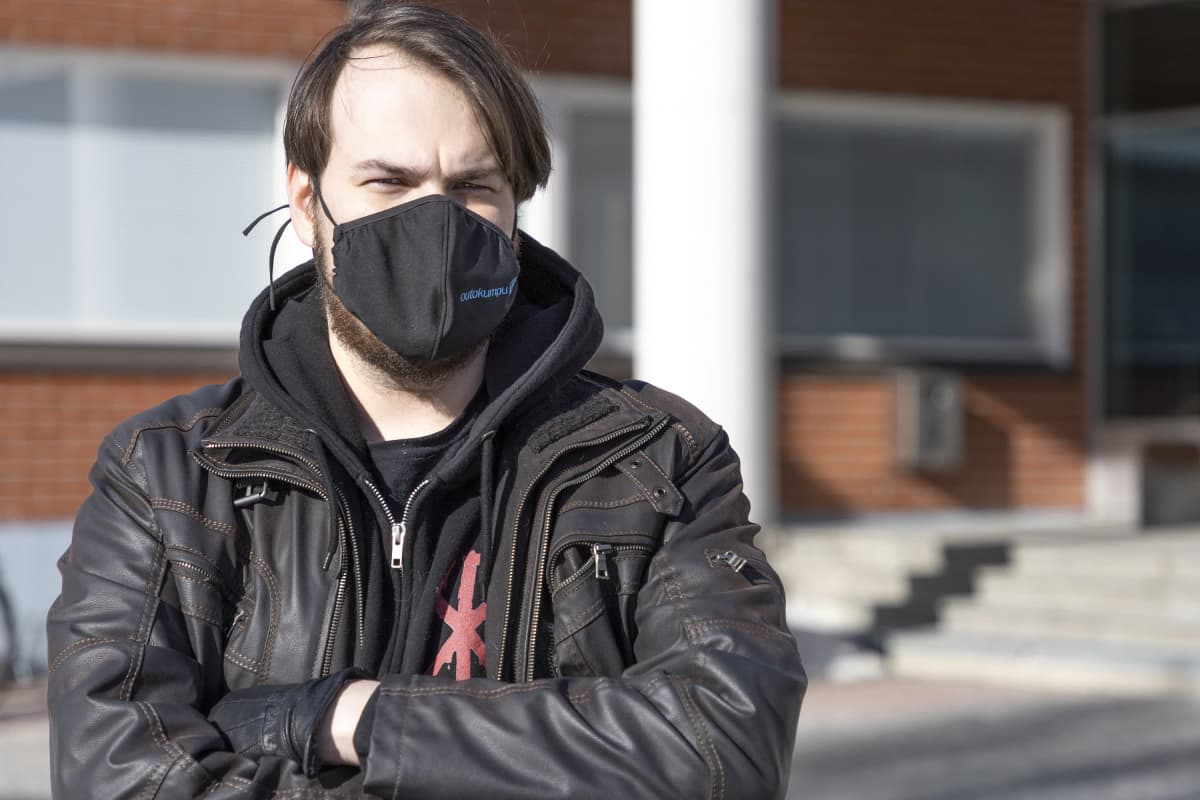 Torniolainen Santtu Saarenpää lopetti nuuskankäytön, koska sitä on ollut niin hankala saada Ruotsin suljettua rajansa
