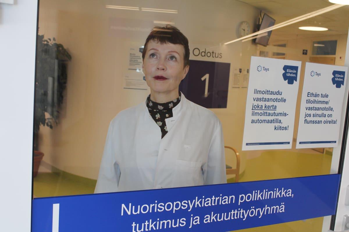 Nuorisopsykiatri Riittakerttu Kaltiala-Heino Taysin nuorisopsykiatrian poliklinikalla