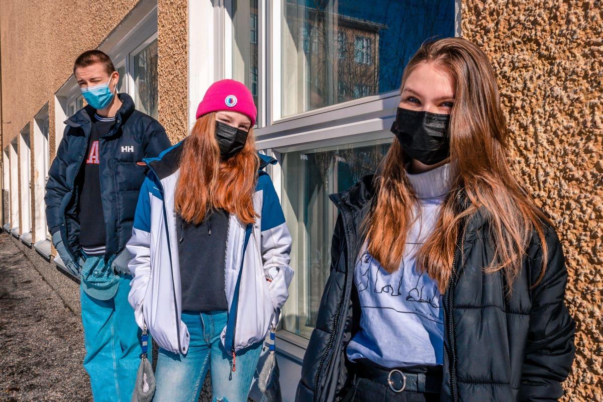 Nico Leppänen, Petra Sikanen ja Anna Inkeroinen.