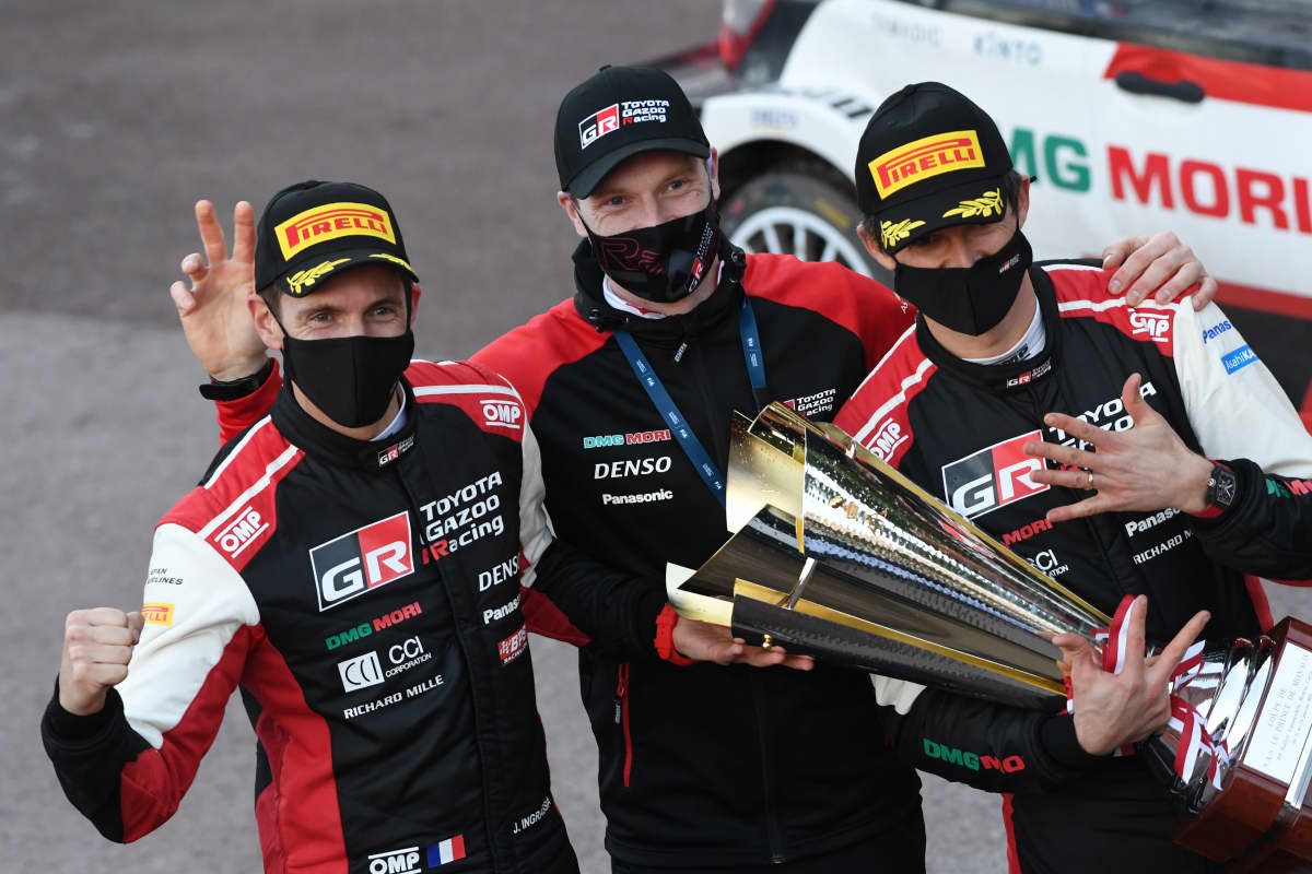 Jari-Matti Latvala ja Julien Ingrassia Monte Carlon rallin jälkeen 2021.