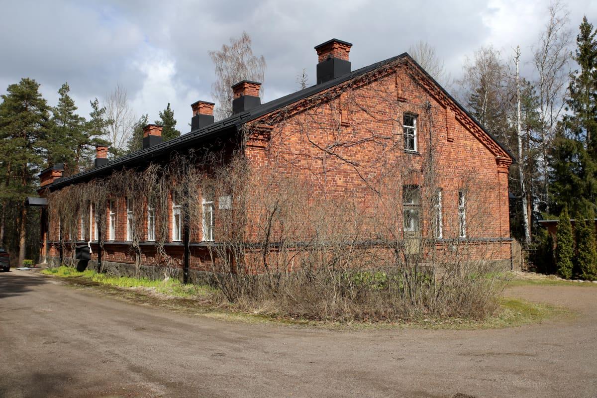 Vanha tiilitalo Kouvolan Kasarminmäellä