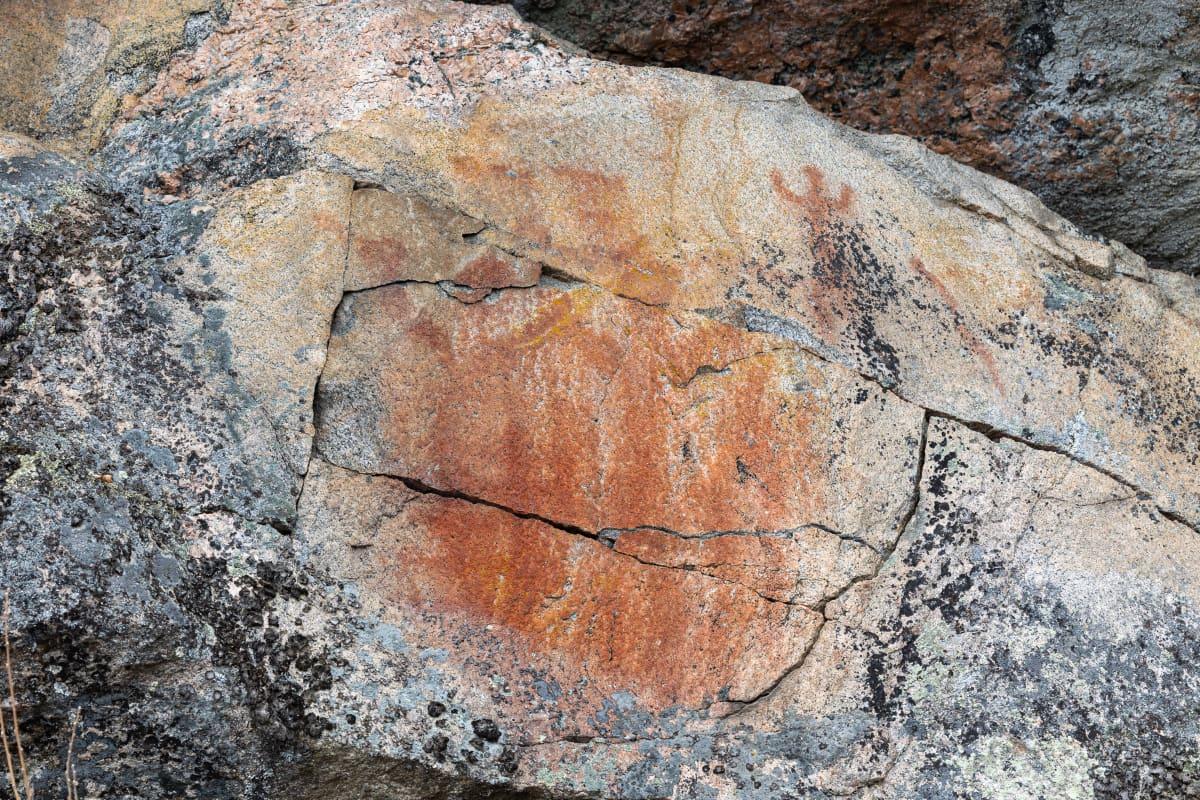 Kolmiköytisen kalliomaalaus Ruokolahdella.