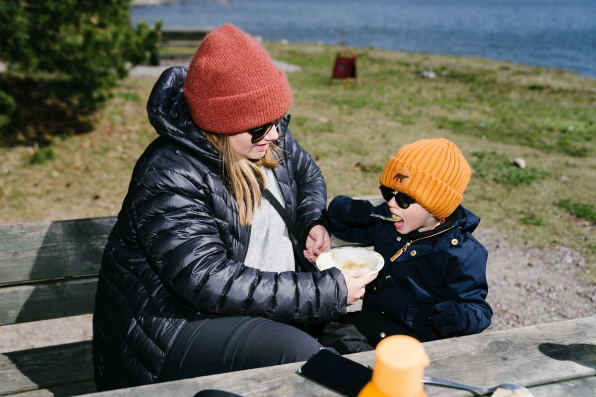 Jenni Kollani (äiti), Leo Rossi (lapsi)