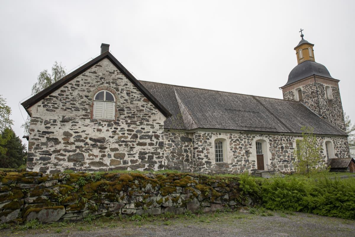 Tammelan kirkko ulkoa.