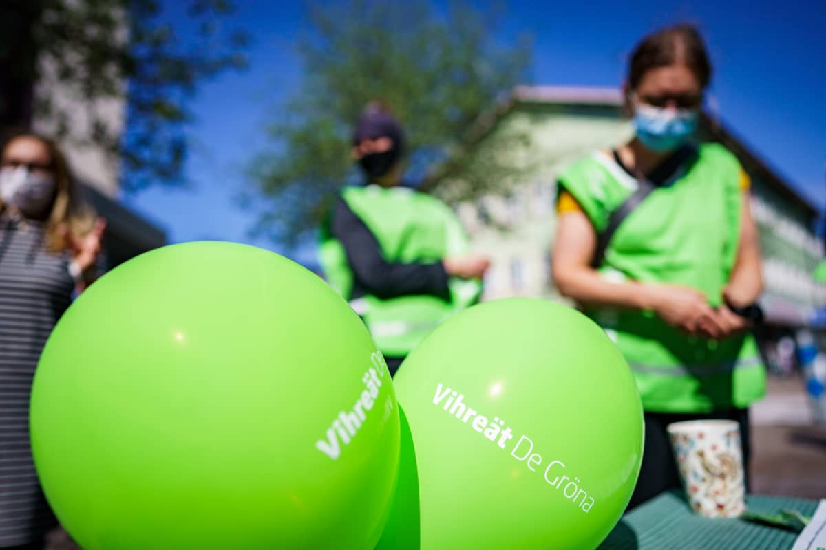 Vihreiden kuntavaalitapahtuma kävelykadulla.