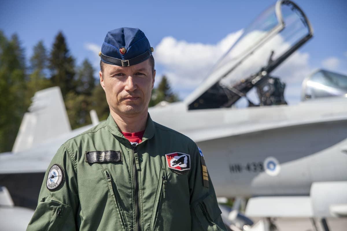 Tomi Böhm esikuntapäällikkö, everstiluutnantti, Karjalan lennosto.
