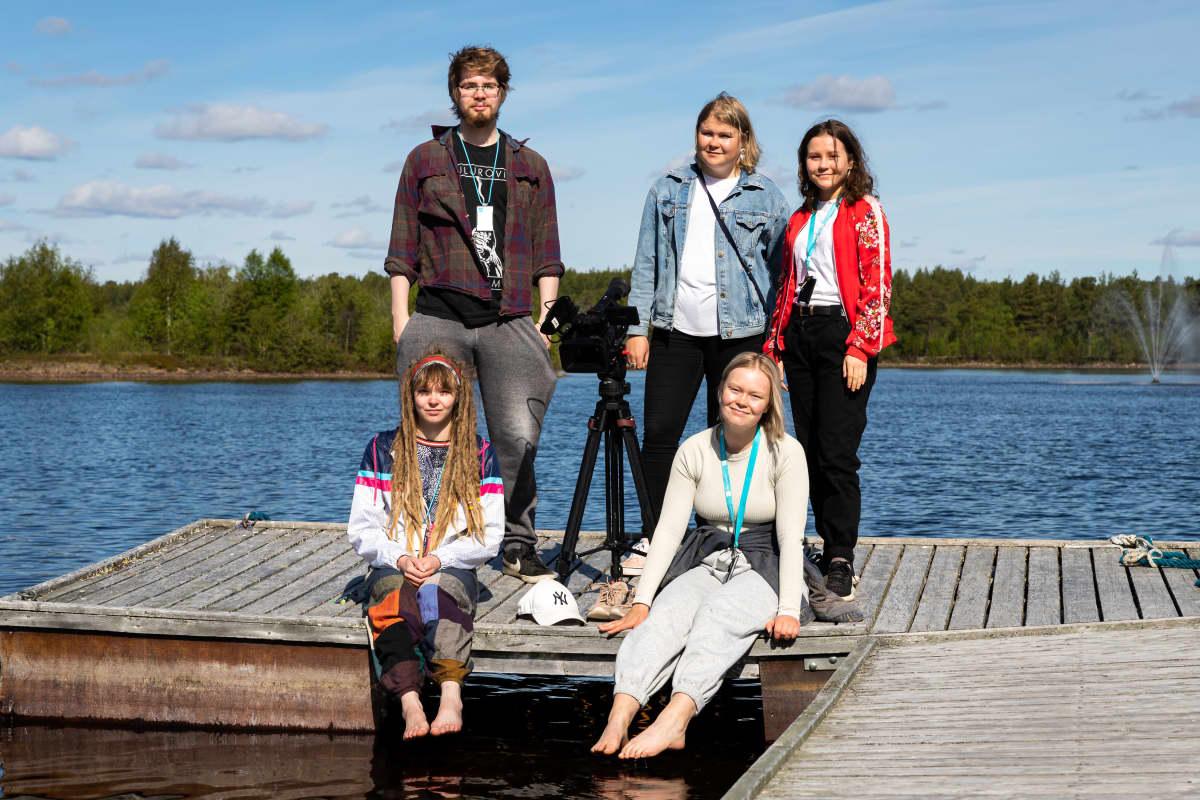 Yle Sápmin harjoittelijat laiturilla