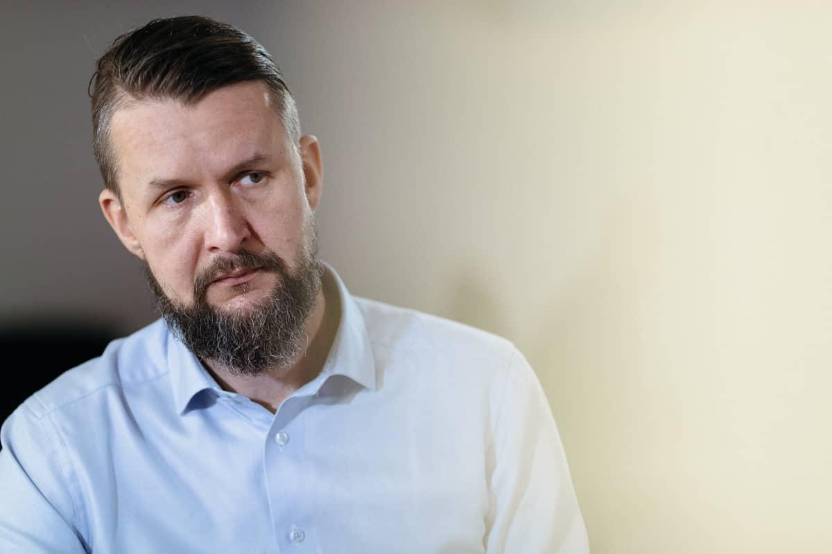 Viron Suomen-suurlähettiläs Sven Sakkov.