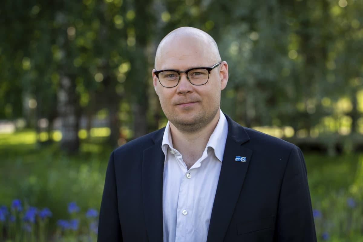 Perussuomalaisten puoluesihteeri Simo Grönroos