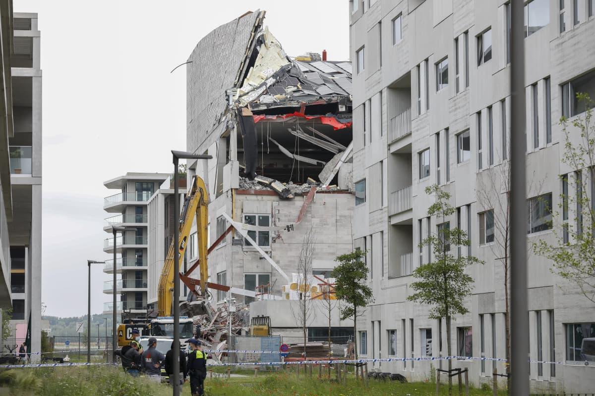 Osittain romahtanut rakennus Antwerpissa.