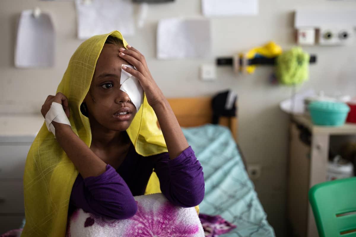 Beriha Gebray on viettänyt jo kolme kuukautta sairaalassa. Hänet ammuttiin päähän.