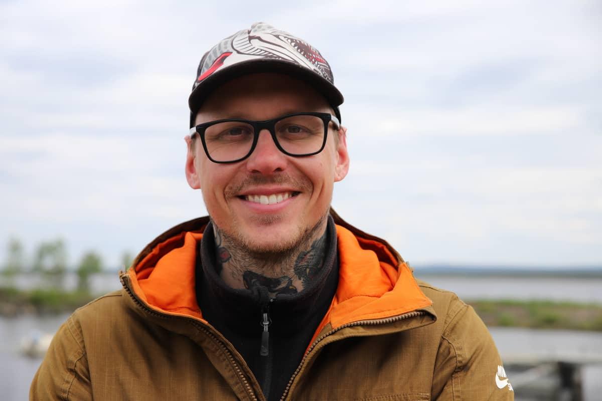 Lokalla kalastava ammattikalastaja Tom Johansson