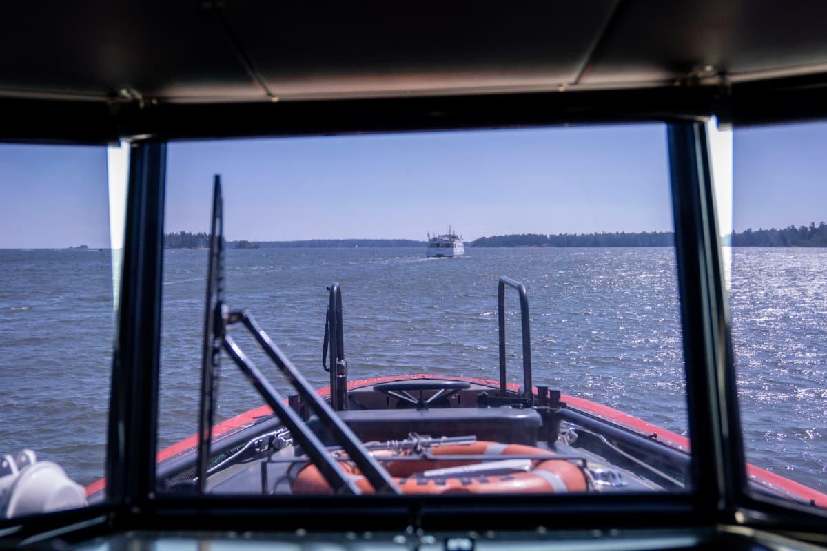 näkymä veneen ikkunasta