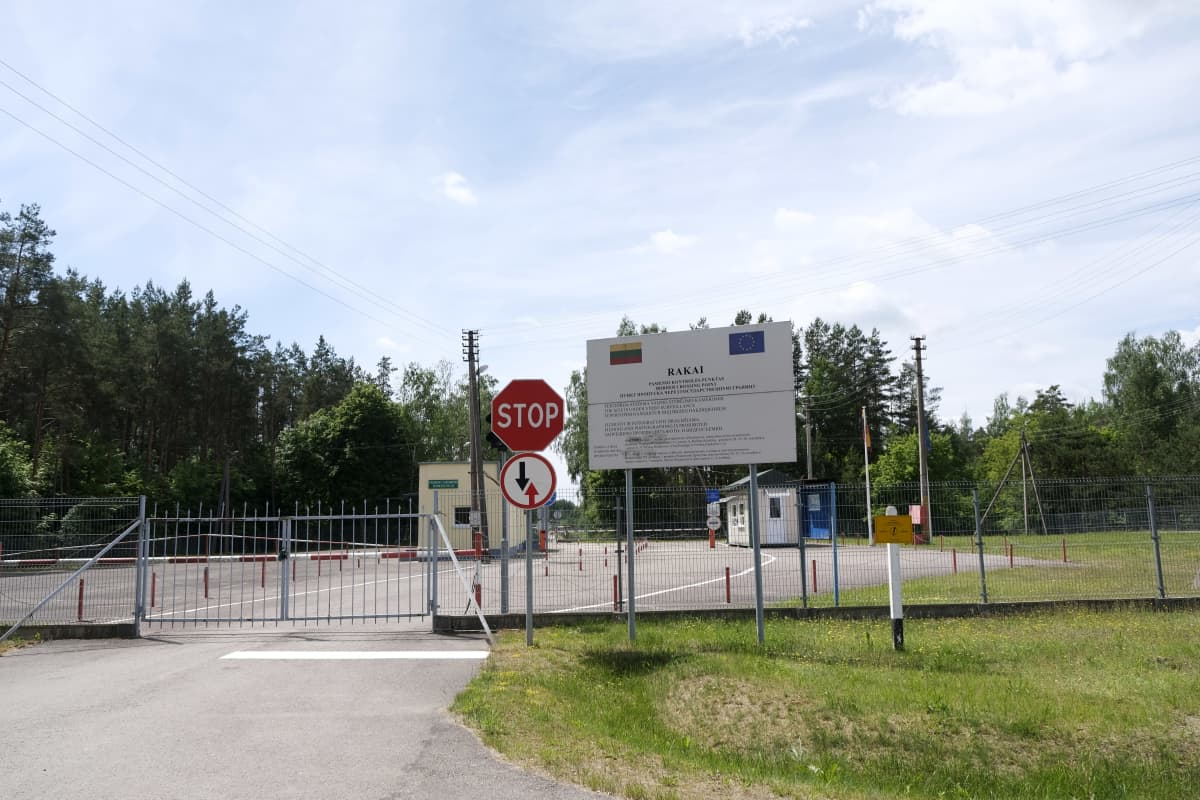 Suljettu rajanylityspaikka Liettuan ja Valko-Venäjän välisellä rajalla.