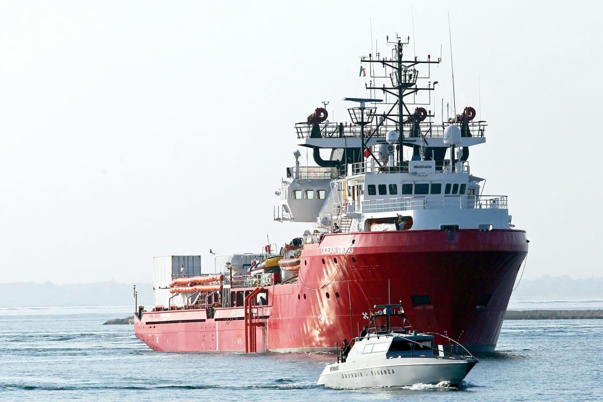 Ocean Viking -alus kuvattuna Tarantossa Italiassa lokakuussa 2019