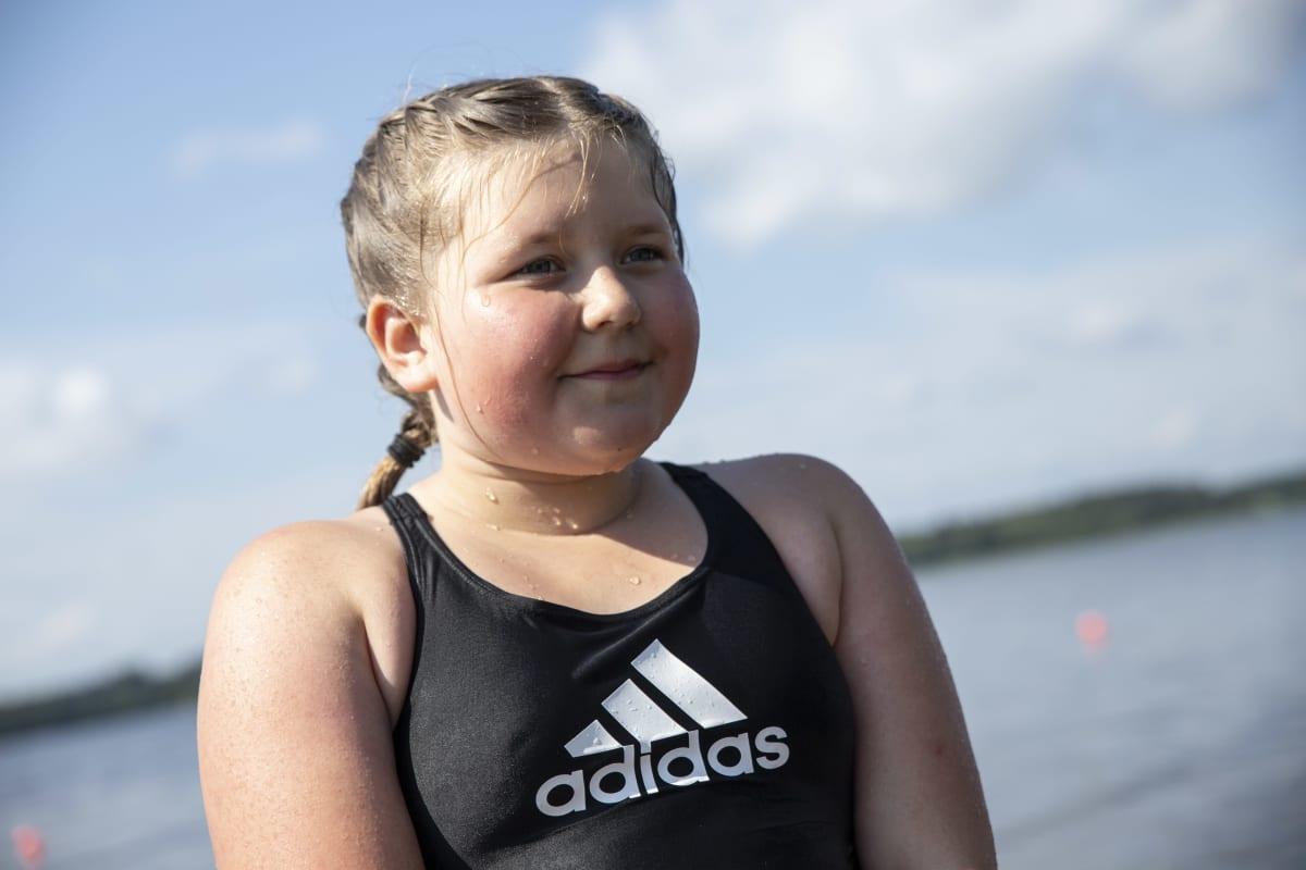 Minttu Tähkäpää Maaningalla uimakoulussa