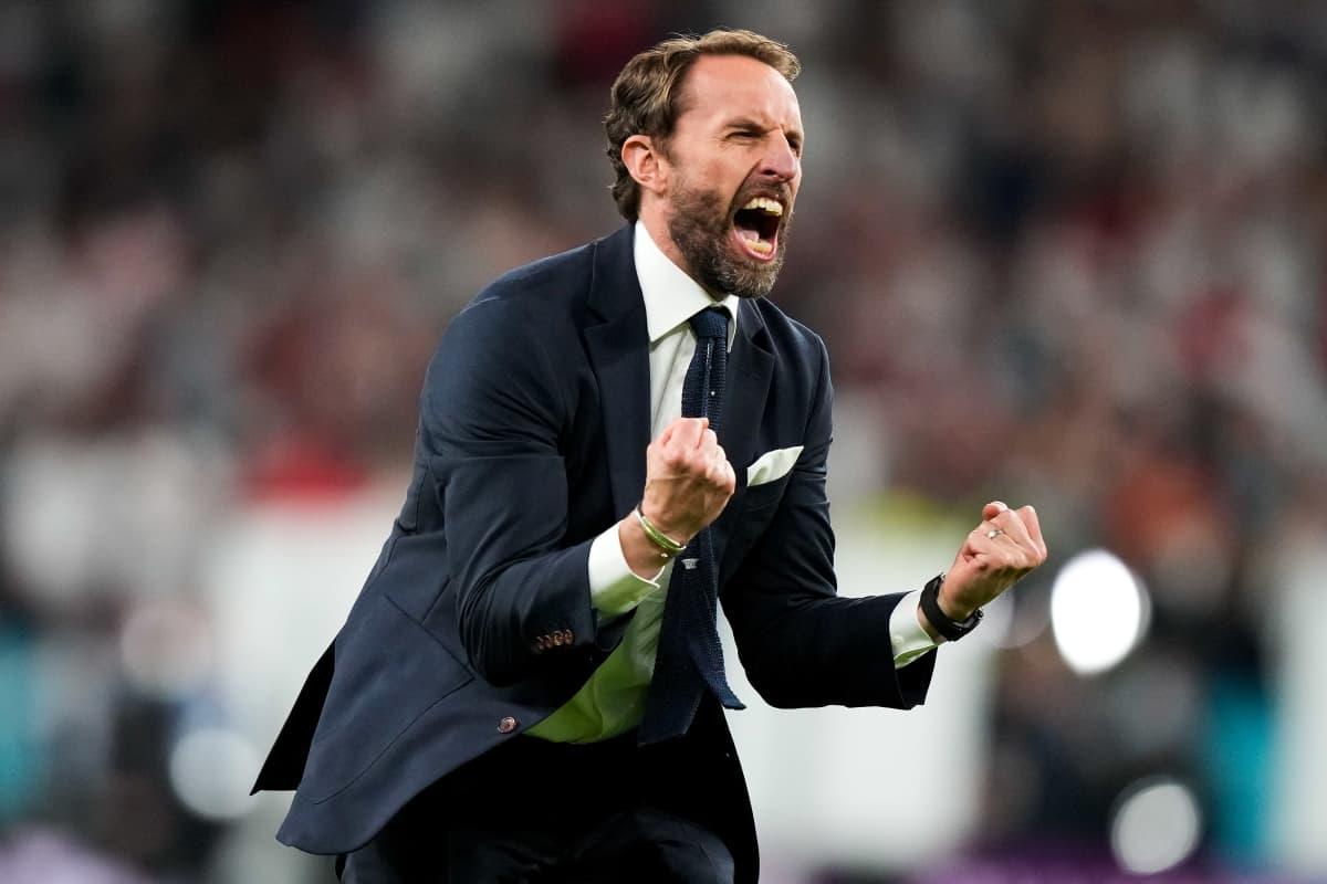 Englannin päävalmentaja Gareth Southgate juhlii EM-finaalipaikkaa Wembleyllä 7.7.2021.