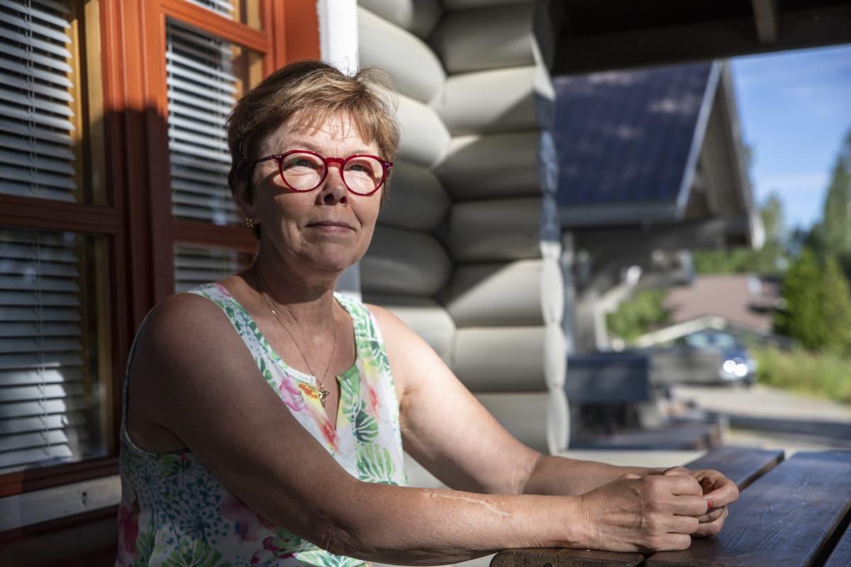 Meiju Wasenius-Pesonen Nauttimassa säästä leirintäalueella Leppävirroilla