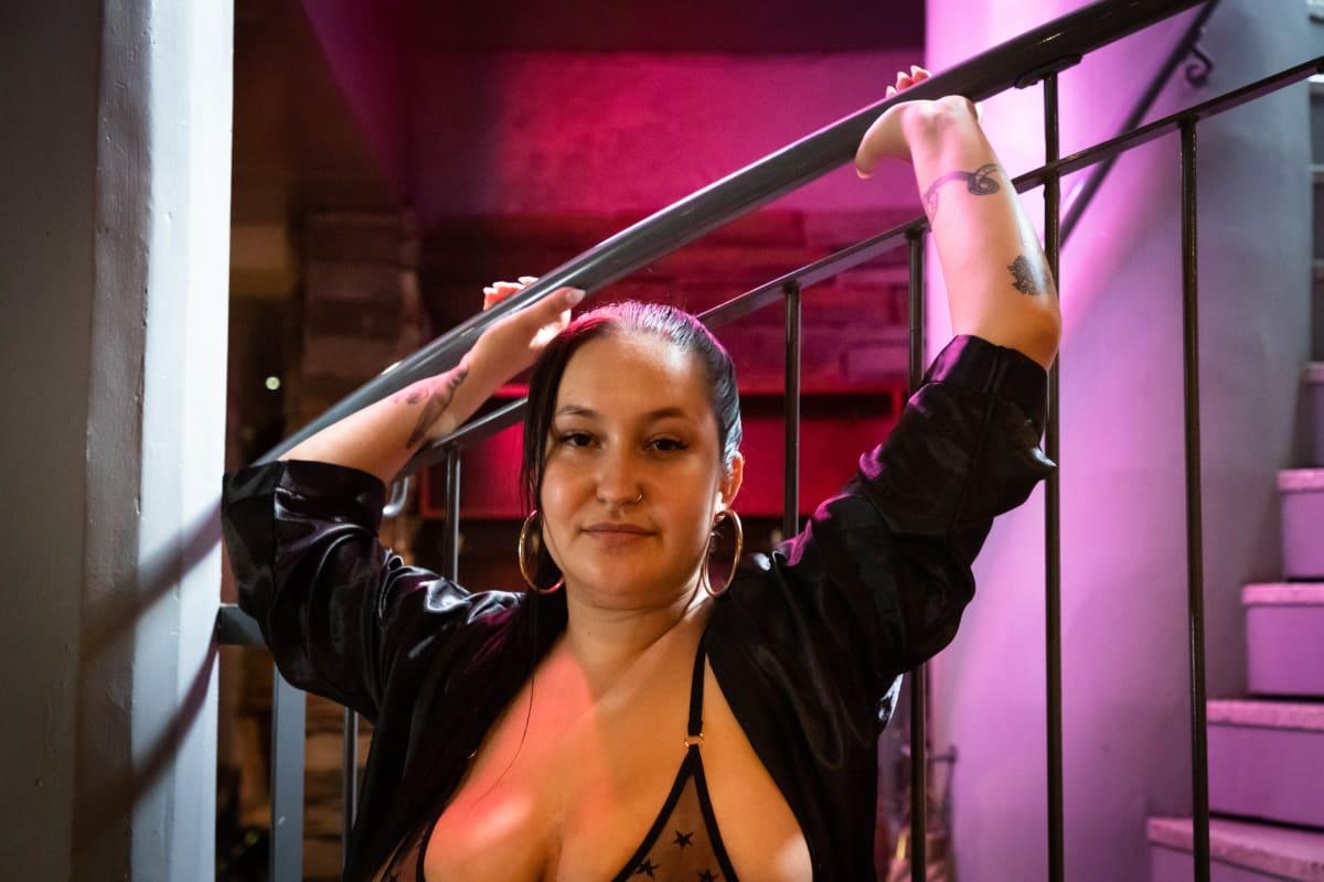 Rosina oli yksi Posit1ts-strippiklubin tanssijoista.