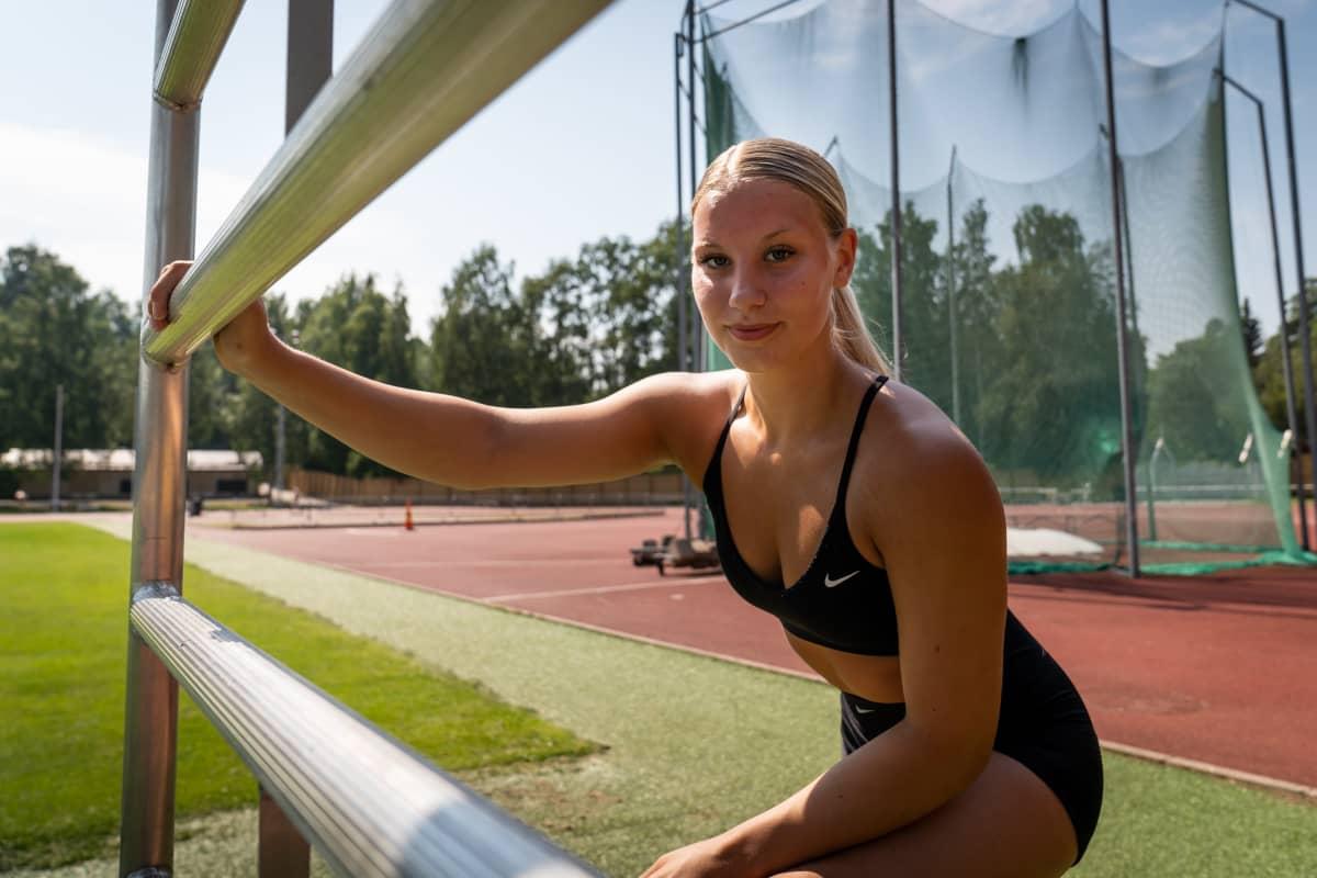 Vilma MIkkola, nuori yleisurheilia