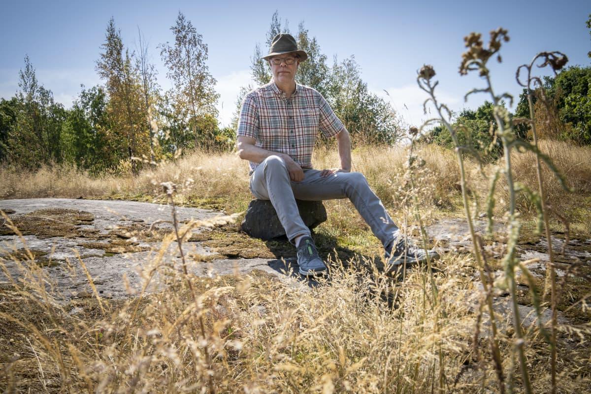 Heikki Tuomenvirta Kumpulan kalliolla.