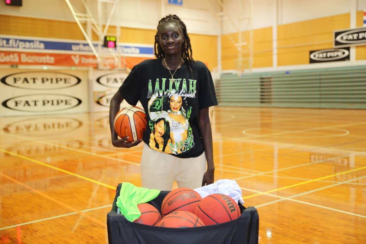 Awak Hiba Kuier on suomalainen koripalloilija.