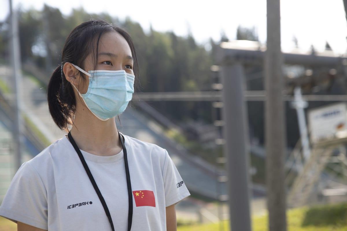 Kiinalaismäkihyppääjä Peng Qingyue Puijolla.