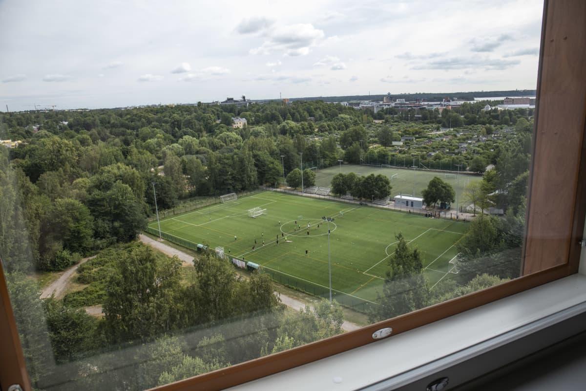 Maisema Urhea säätiön asuntolan ikkunasta.