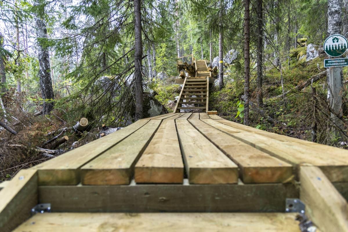 Tahkon luontopolun kävelyreittiä rakennetaan