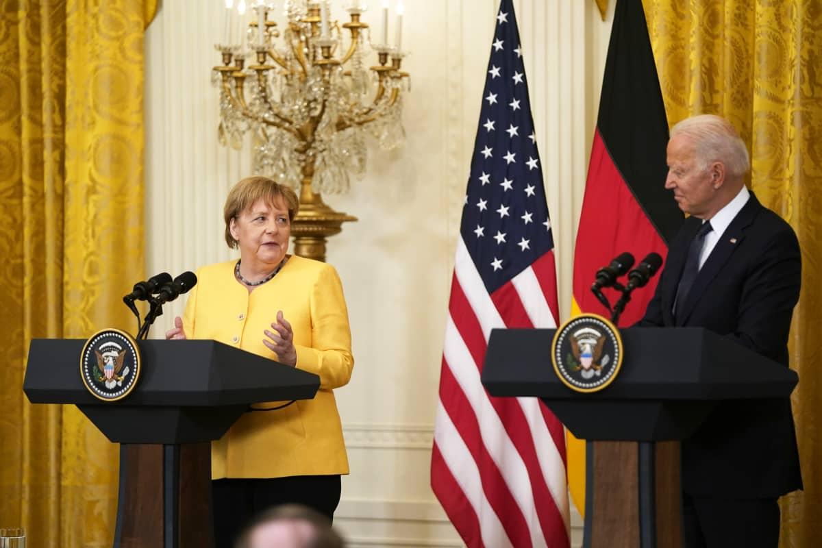 Angela Merkel ja Joe Biden tiedotustilaisuudessa.