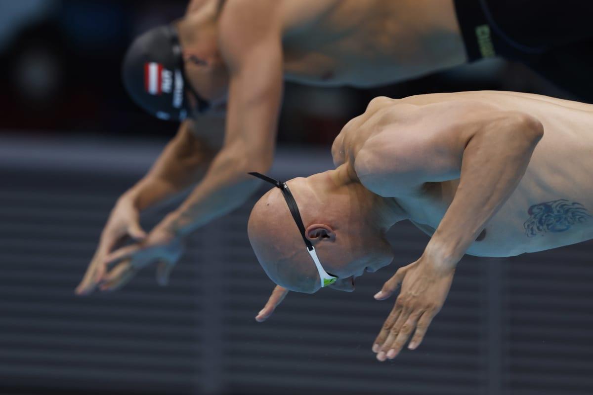 Matti Mattsson hyppää altaaseen Tokion olympialaisissa
