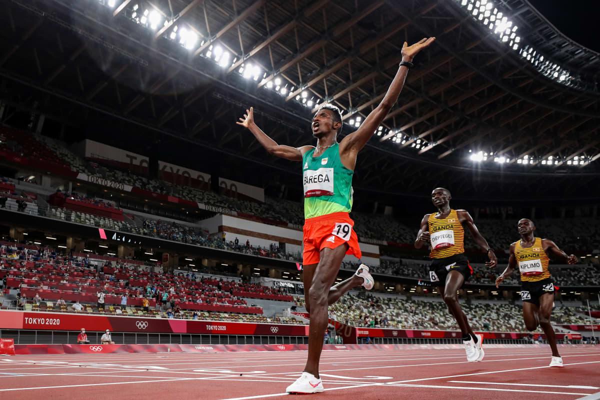 Selemon Barega voittaa olympiakultaa.