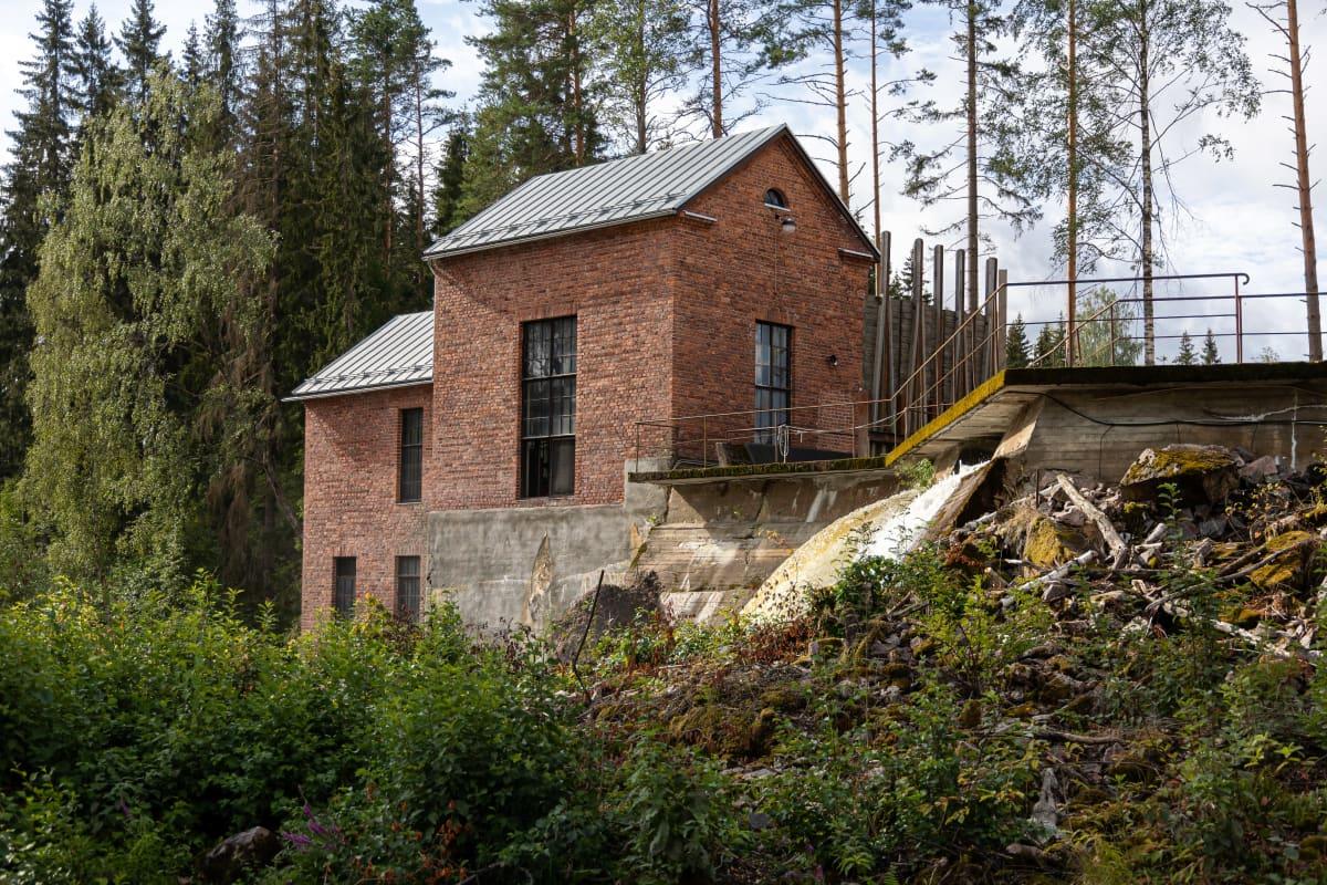 Hiitolanjoen Kangaskosken voimalaitos.