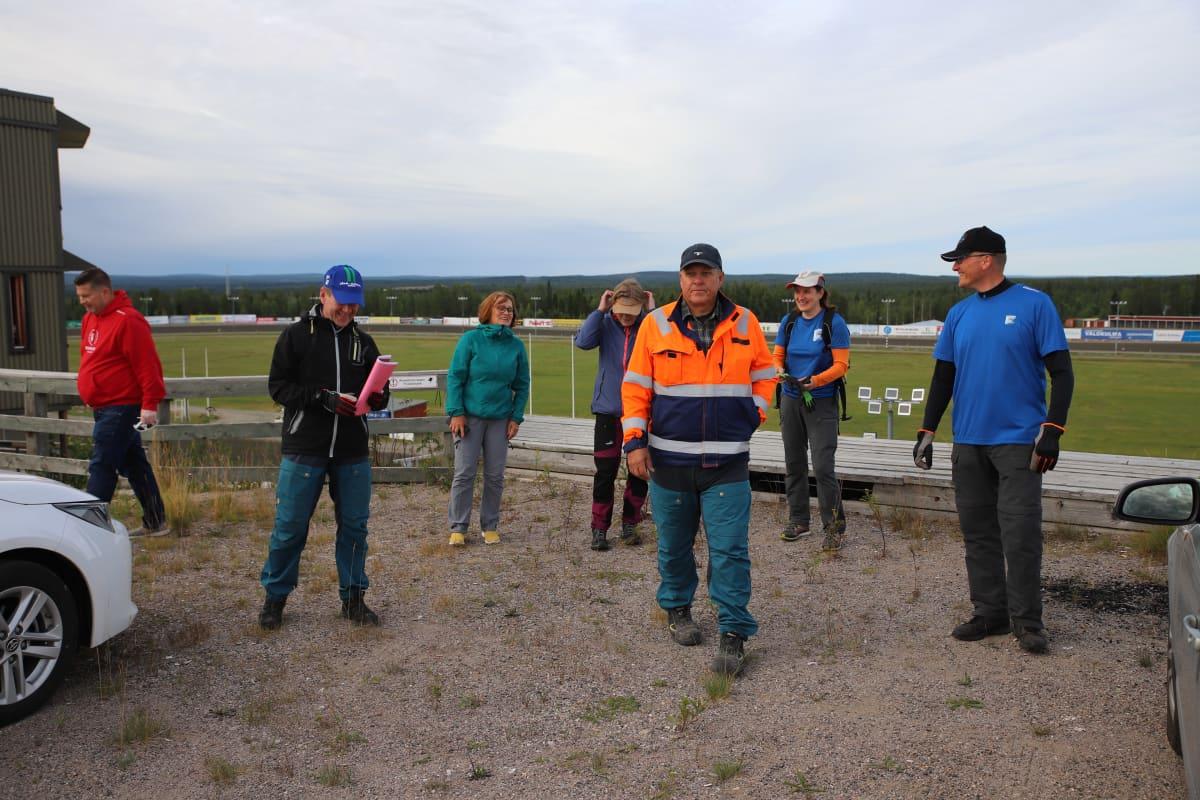 Napapiiri-Jukolan järjestäjiä Rovaniemellä Mäntyvaaran raviradalla