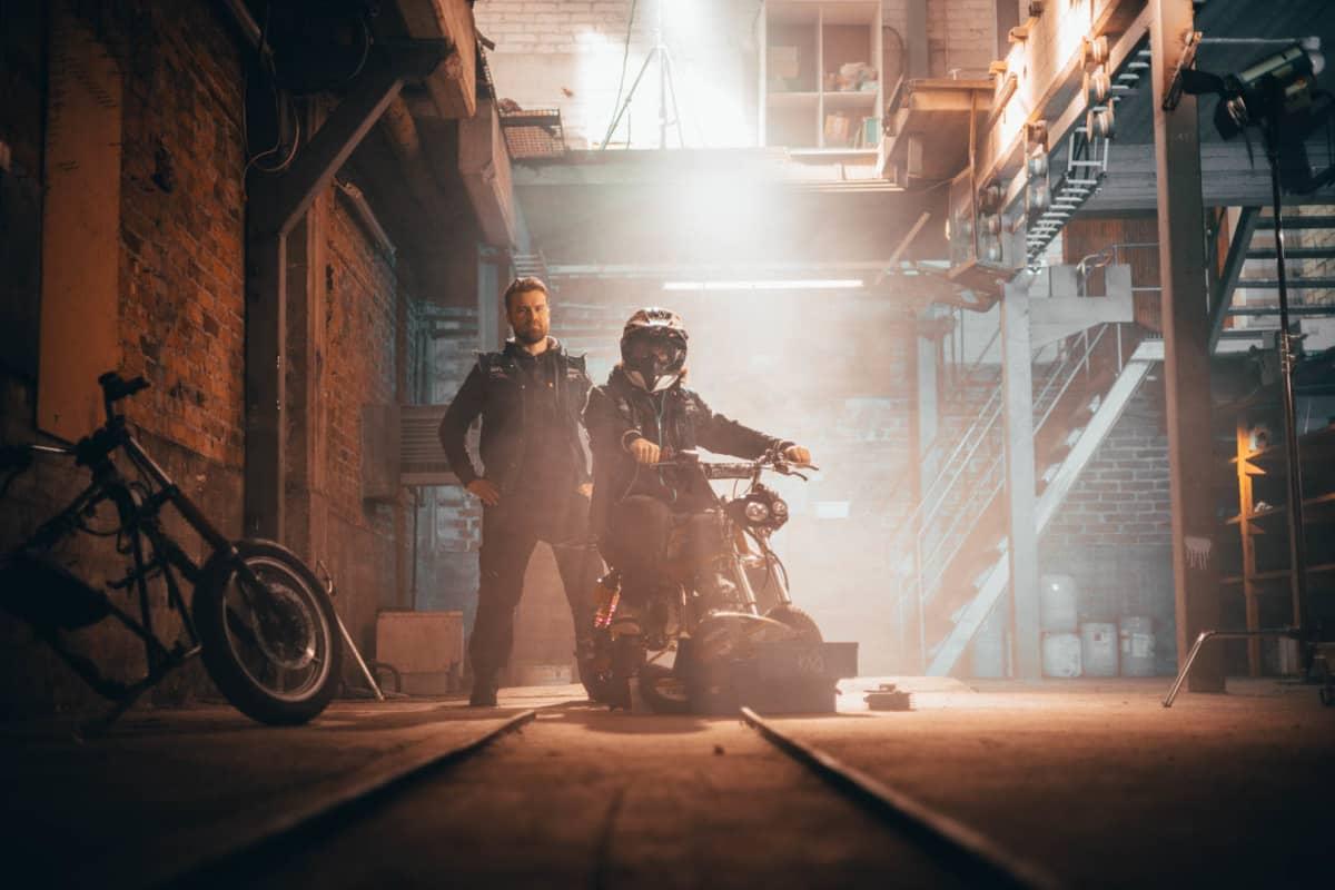 Stunt- ja sketsiryhmä Biisonimafian Janne Kaperi ja Kai Rinkinen