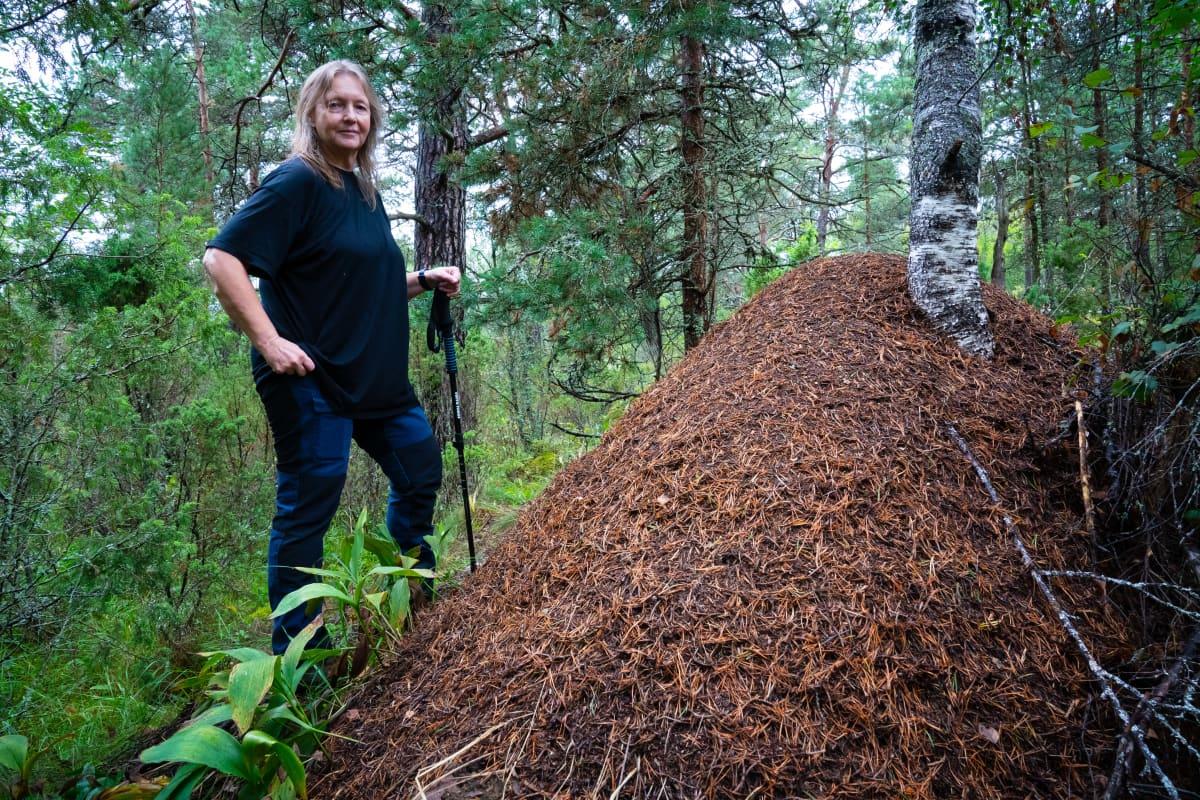 Liselotte Sundström Tvärminnen aseman metsikössä