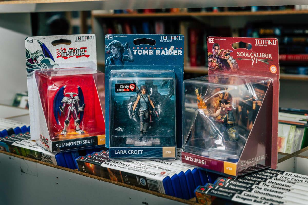 Summoned Skull, Lara croft ja Mitsurgi figuurit pakkauksissaan.