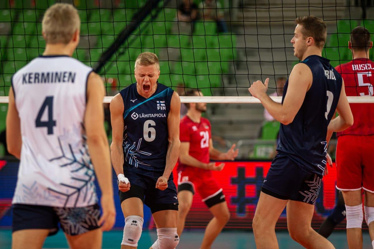 Antti Ronkainen tuulettaa pistettä.