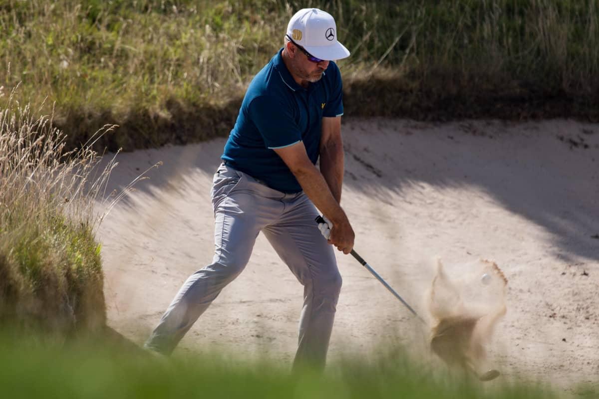 Golffari Mikko Korhonen lyö Walesin Newportissa Cazoo Openissa.