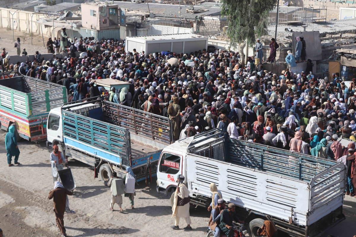 Afganistanilaisia pakolaisia Pakistanissa.