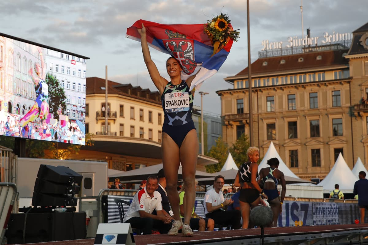 Ivana Spanovic juhlii pituushyppykisan voittoa Zürichissa.