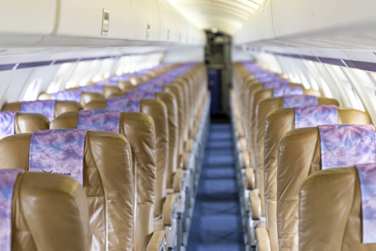 Nyxairin Saab 2000 matkustajakoneen tyhjä matkustamo