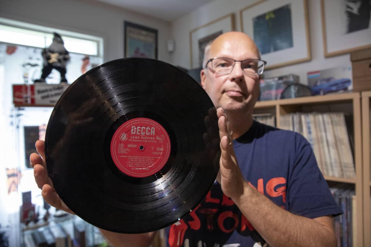 Jan Rickhardsson esittelee Decca-levymerkin levyä