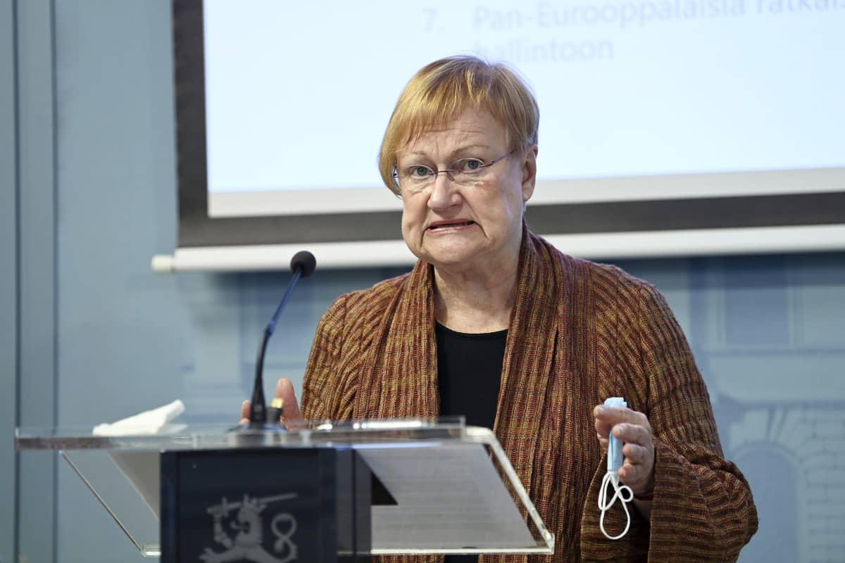 Presidentti Tarja Halonen STM:n tiedotustilaisuudessa Helsingissä 10. syyskuuta 2021.