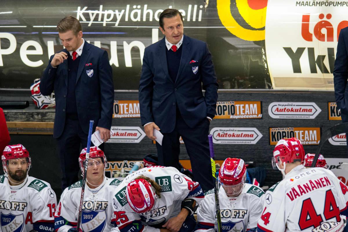 Kuvassa HIFK valmentaja Ville Peltonen